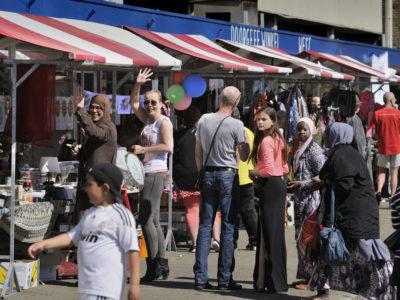 braderie-winkelstrip-Kooikersweg-3180